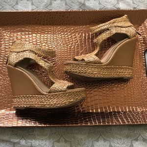 KENNETH COLE Tan Wedges size 6